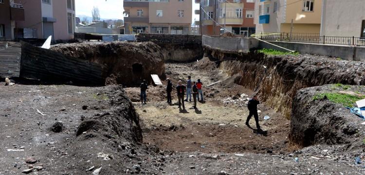 Rus Subayın Mezarının Bulunduğu Alanda İnceleme
