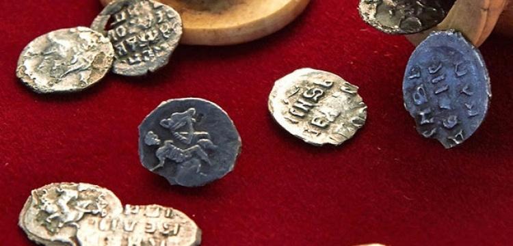 Satranç taşına gizlenmiş tarihi paralar bulundu