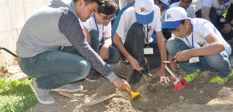Adıyaman'da öğrenciler arkeolojik kazı çalışması yaptı