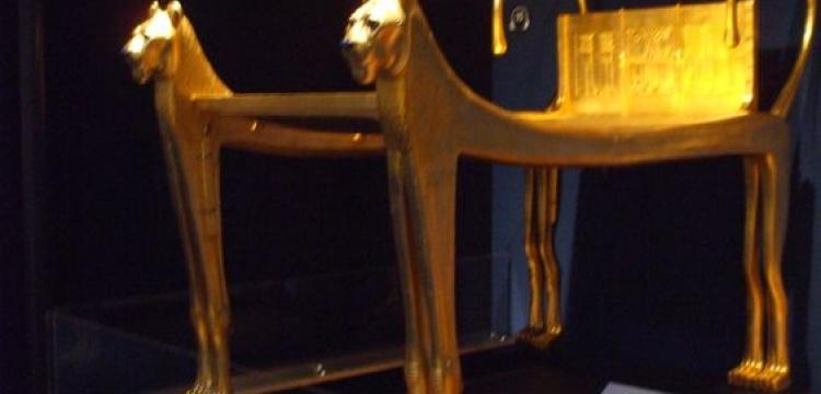 Tutankamun'un altın kaplamalı cenaze yatağı taşındı