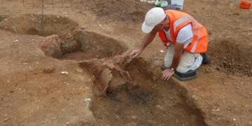 İçine 5 ceset gömülmüş Tunç Çağı ayin alanı bulundu
