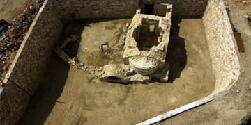 Antik Kentin şapelindeki mermer haçı çaldılar