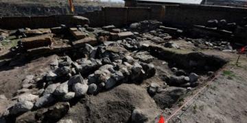 Ermenistanda ortaçağ mezar taşları bulundu