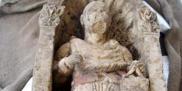 Operasyonda yakalanan tarihi heykel müze bahçesinden çalındı