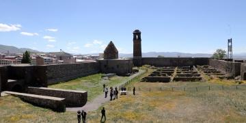 Erzurum Kalesinde 150 yıllık patlamamış fünyeler bulundu