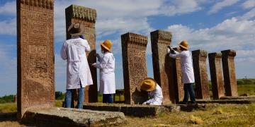 Ahlattaki Selçuklu mezarlığında restorasyon sürüyor