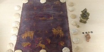 Gaziantepte tarihi deri tablo, altın sikke ve gemici aleti yakalandı