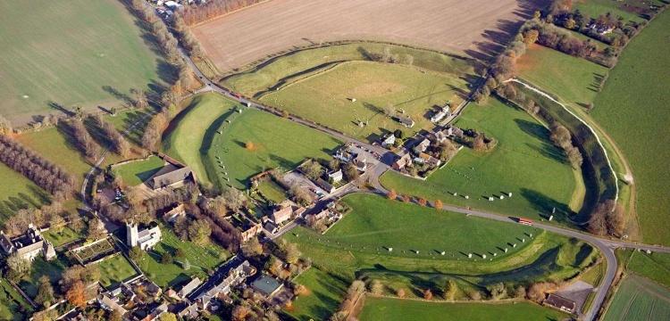 Avebury'daki dev 'firehenge', Stonehenge'den yaşlı çıktı