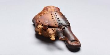 Ahşaptan yapılmış 3.000 yıllık ayak protezi bulundu