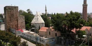 Bir restorasyon rezaleti de Antalya Mevlevihane alanında