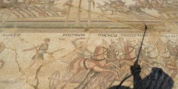 Kıbrısta Bin 600 yıllık at arabası yarışı mozayiği bulundu