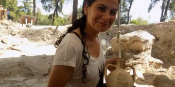 Kaymakam Güher Sinem Büyüknalçacı arkeolojik kazı yaptı