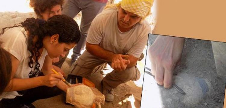 Arkeologlar kaymakamı klasik arkeoloji şakası ile şakaladı