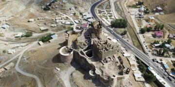 Hoşap Kalesi 2017 arkeoloji kazılarına karanlıkta hazırlanıyor