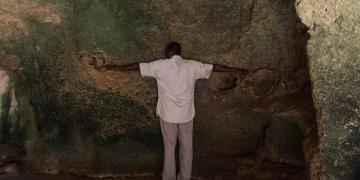 Köleciliğin utanç abidesi: Shimoni mağarası