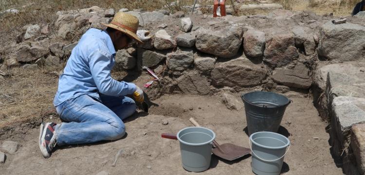 Çadır Höyük'te santim santim arkeolojik kazı