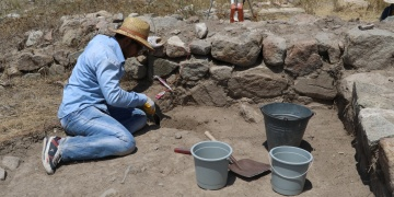 Çadır Höyükte santim santim arkeolojik kazı