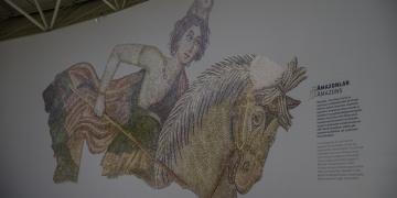 Amazon kadınlarıyla bezeli Haleplibahçe mozaikleri