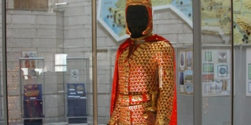 Dördüncü Altın Elbiseli Adam bulundu