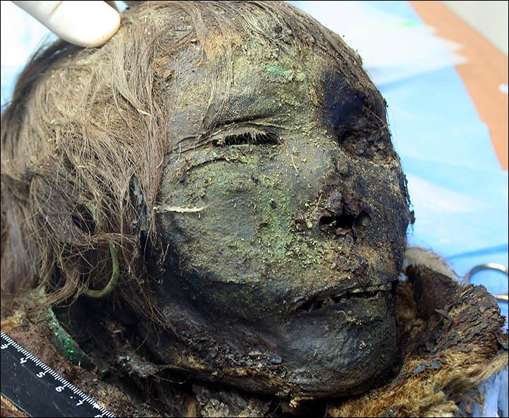 Sibirya'da bulunan kirpikli kadın mumyası