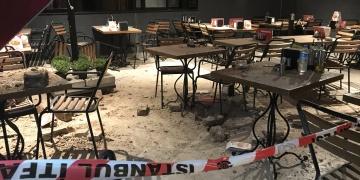 Beşiktaşta restore edilen tarihi binanın duvarı yıkıldı