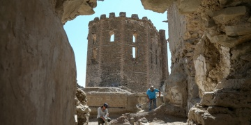 Top: Hoşap Kalesi Urartu değil Osmanlı Kalesi