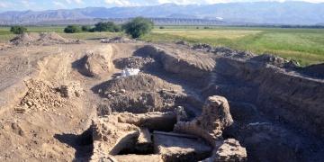 Mimaride kurgandan türbeye geçişin arkeolojik izleri