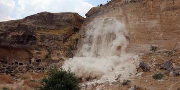 Valilik: Hasankeyf dinamitle değil hidrolik kriko ile yıkılıyor