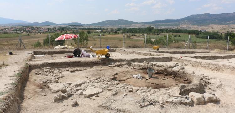 Ekşi Höyük'te 8 bin 600 yıllık U planlı yapı bulundu