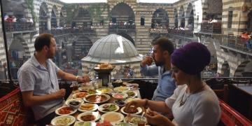 Vanın yüzü İranlı turistlerle gülüyor