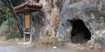 Ulanın İyon düzenindeki kaya mezarları görülmeye değer