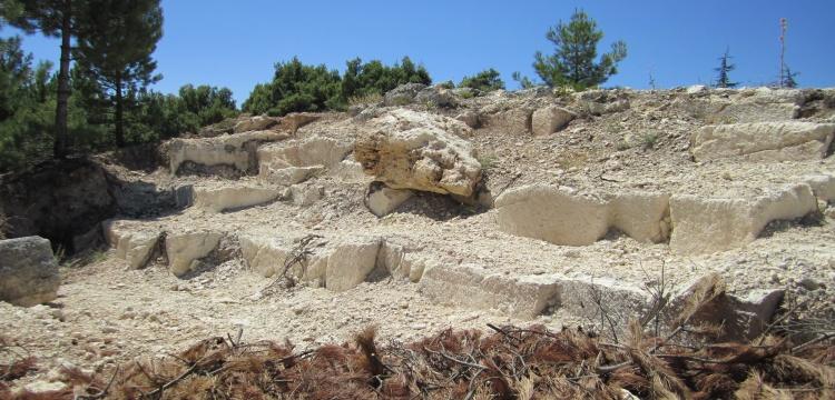 Denizli'de hafriyat çalışmasında 2 bin yıllık taş ocağı bulundu.
