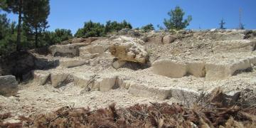Denizlide hafriyat çalışmasında 2 bin yıllık taş ocağı bulundu.