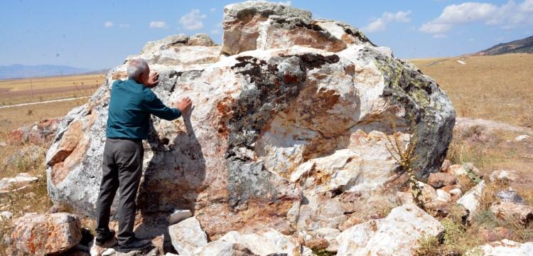 Defineciler 4 bin yıllık Hitit Kaya Anıtını parçaladılar