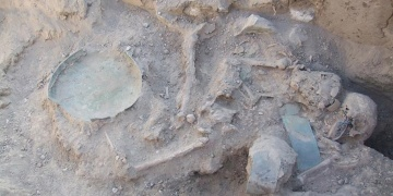 Vanda aynı mezara gömülen Urartulu çiftin yaşları saptandı