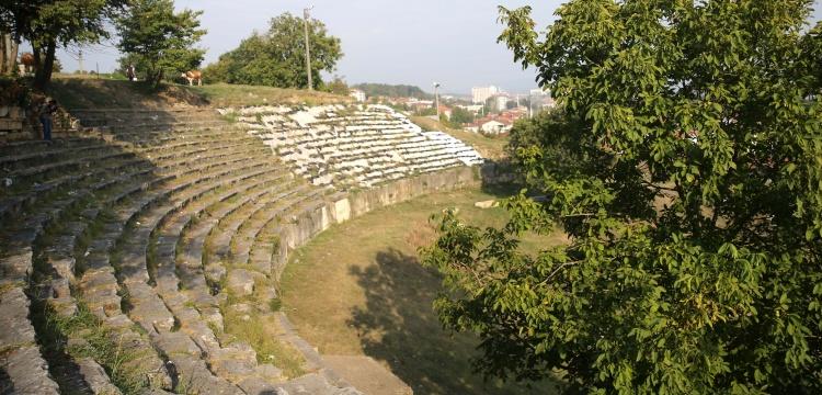 Prusias ad Hypium arkeoloji kazıları antik tiyatroda sürüyor