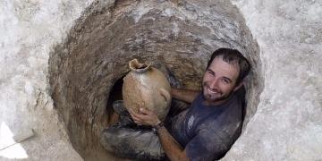 4 bin yıllık Kenanlı mezarında içi başsız kurbağa dolu testi bulundu