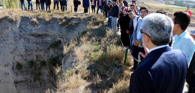 Arkeoloji öğrencileri ilk derse 11 bin yıllık köyde girdiler