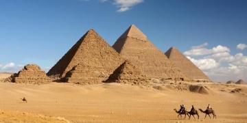 Keops Piramidi civarında tarihi mezar bulan defineciler yakalandı