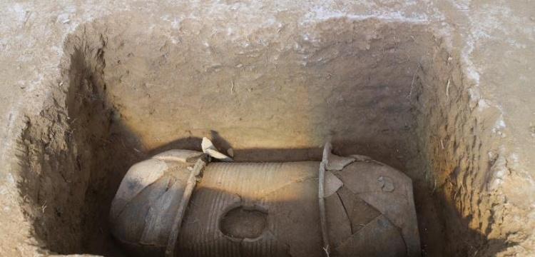 Çin'de 2 bin yıllık kil tabutların olduğu 110 mezar bulundu