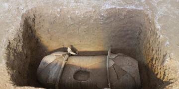 Çinde 2 bin yıllık kil tabutların olduğu 110 mezar bulundu