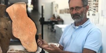 Yeşilova arkeoloji kazılarında 8 bin yıllık ayı heykelciği bulundu
