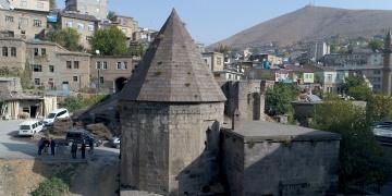 Vadideki şehir Bitlis ziyaretçilerini bekliyor.