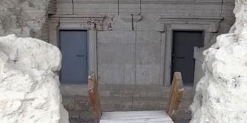 Perge mozaikleri demir kapılarla korunuyor