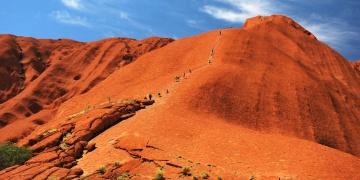 Aborijinlerin kutsal kayasına tırmanmak yasaklandı
