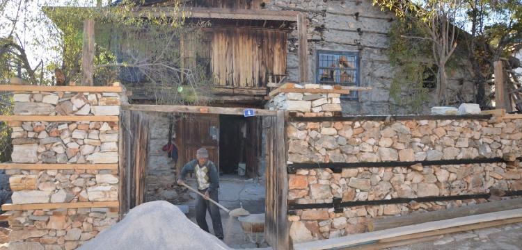 Akseki Düğmeli Evleri Restore Ediliyor