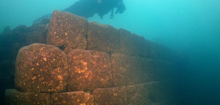 Dalgıçlar: Van Gölü'nde arkeologların yok dediği kaleyi bulduk!