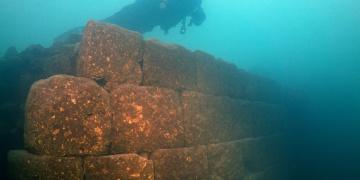 Dalgıçlar: Van Gölünde arkeologların yok dediği kaleyi bulduk!