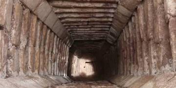Kukulkan piramidinin içindeki tünel obruk gizemini çözebilir