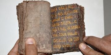 700 yıllık altın yazmalı Tevrat satarken yakalandılar